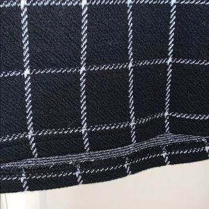 Skirts - Black and white grid skirt with Burgundy pockets